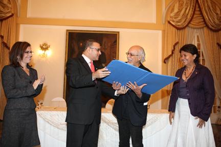 Alfonso Kijadurias entrega